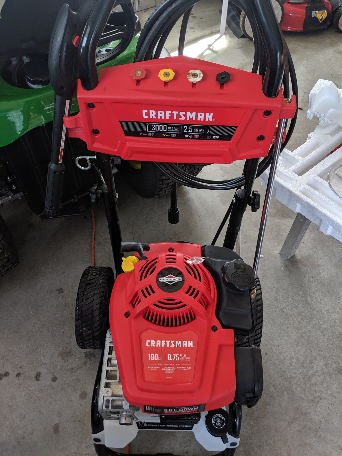 New CRAFTSMAN 3000-PSI 2 5-GPM Cold Water Gas Pressure Washer with Briggs